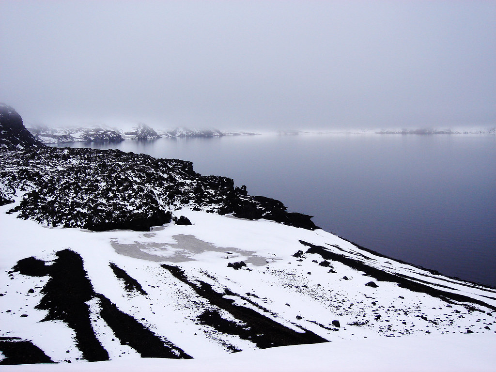 Öskjuvatn lake: eternity and silence