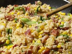 Ris med bacon, majs, chili og forårsløg