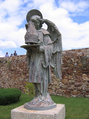 "Astorga Angel • <a style=""font-size:0.8em;"" href=""http://www.flickr.com/photos/48277923@N00/2622248471/"" target=""_blank"">View on Flickr</a>"