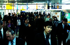 Tokyo underground (Virtual Zavie) Tags: blue people white black station japan train tokyo crowd jr   chuo narita yamanote keihintohoku marunouchi tokaido      explored  tokyoshotsfromtheanthill