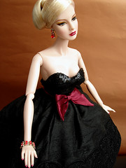 Agnes: Allure sensuelle (Nina-chan) Tags: doll agnes exclusive fashionroyalty wclub dressingthepart