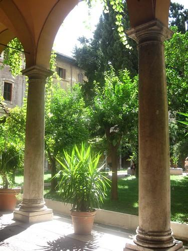 ciao, questi giorni ho un po' gironzolato per Roma, ho fatto delle foto... dans cose carine...credo