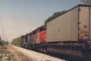 Northbound GTW intermodal train approaching Chicago's Marquette Park at west 71st Street. Chicago Illinois. May 1987.