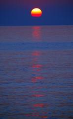 Sunset and reflections (cienne45) Tags: friends explore vosplusbellesphotos exploreexset explore1336
