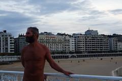 A Nudist in the City (Albita.) Tags: portrait sky man beach nude retrato playa cielo nudist nudity donosti sansebastian hombre desnudez irwin nudismo nudism desnudo nudista irwindk