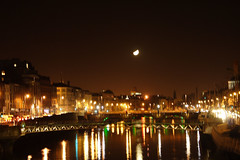 Moon from Ha'Penny Bridge (John C. Murphy) Tags: dublin moon irishastronomy
