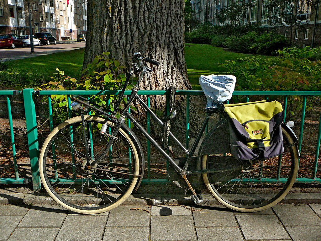 H.S. damesfiets (vintage ladies bicycle, vélo dame ancien), Amsterdam, Osdorp, Emmikhovenstraat, 06-2011