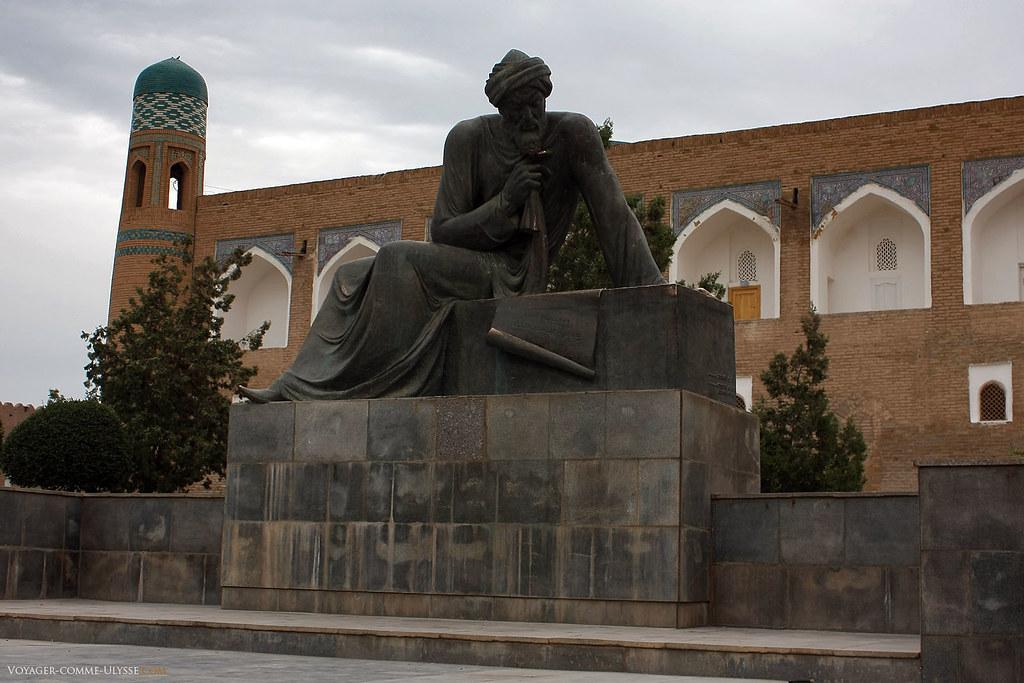 Statue d'Al Khwarizmi, père de l'Algèbre