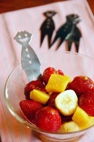 Honey-balsamic fruit cup