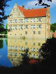 DSCF0140 (lychee_vanilla) Tags: castle mnster burg westfalia westfalen hlshoff diamondclassphotographer flickrdiamond flickrloversflickrsevenler