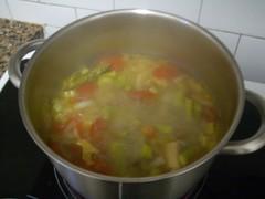 Olla amb sopa de verdures