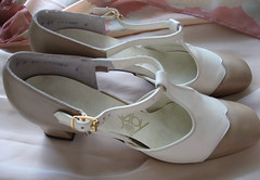 Mocha Latte Selby T-Straps Size 7 (JoulesVintage) Tags: spectator selby tstrap vintageshoes size7