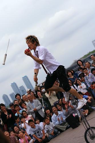 cloudy yokohama: juggler