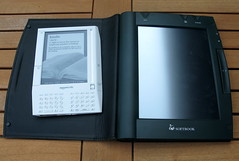 Kindle vs IPAD screen technology compared 375x enlargement