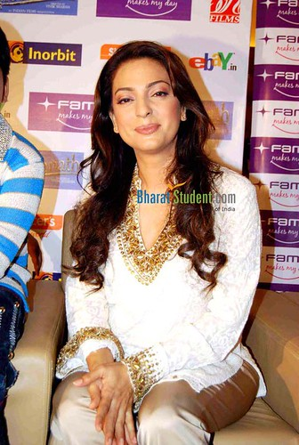 juhi photos/sexy pictures/bollywood actress wallpapers/posters/www/com