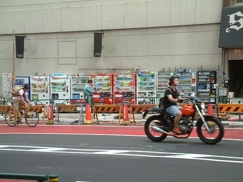 soooo many vending machines in Tokyo