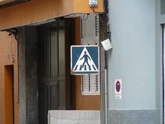 ZEBRA CROSSING WITH YOUR HAT ON (simontingle74) Tags: novilloprecoz restaurant laspalmas angeles angel papaabuelo flor simon sign signs signals zebra crossing rust españa spain señales