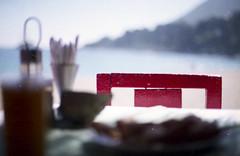 _zapallar_ (cristiáиcoиcнa) Tags: beach canon 50mm chair 14 playa silla plus 100 xs agfa hdc zapallar canonxsndate