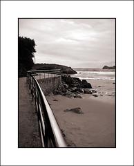 linea de costa (Bous Castela) Tags: sea sky paisajes beach water lines metal canon landscape mar spain asturias playa paisaje lineas barandilla virado celorio ltytr2 ltytr1 ltytr3 ltytr4 ltytr5 canonpowershotsd750