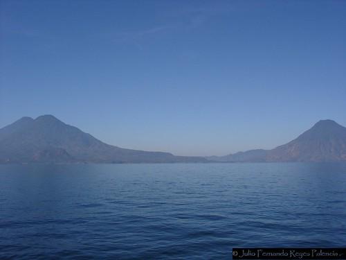 Los Volcanes Guardianes del Lago