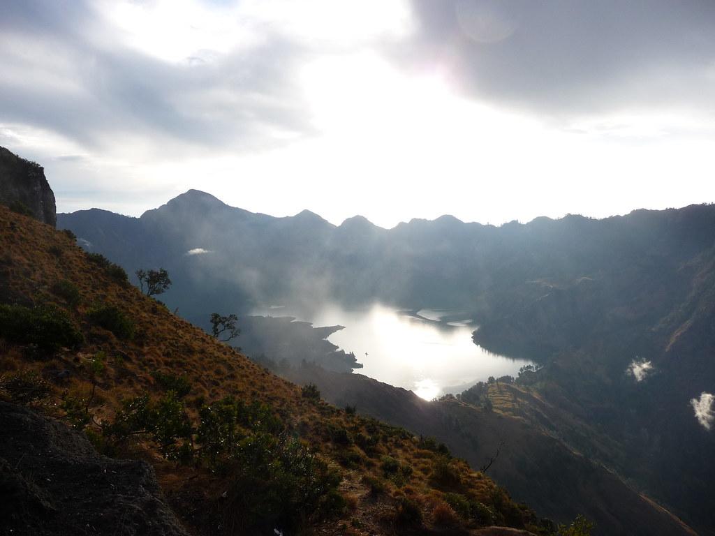 ['Lombok.', ' Lac in Gunung Rinjani']
