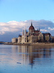 Parlament (2005) (PPter) Tags: 2005 winter clouds river hungary budapest parliament duna parlament oldies magyar ungarn danube hungarian orszghz magyarorszg sonydscf828 felhk tl explored foly mywinners ppeter theperfectphotographer eeecotourism polczpeter