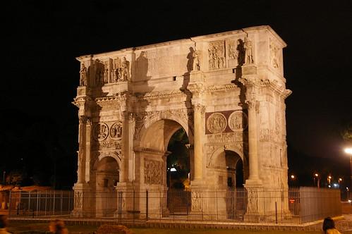 羅馬競技場旁的凱旋門