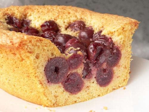 Kirschen-Brot-Kuchen mit Kardamom