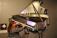 i can play the wall piano!