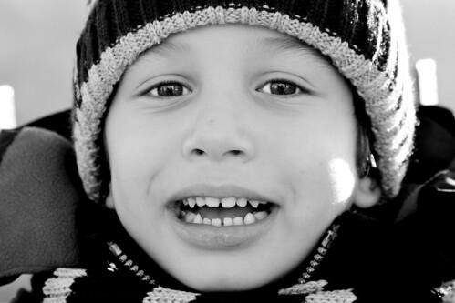 show portrait bw cold fall child teeth cap ritratto marino cappello bambino denti mostrare frddo