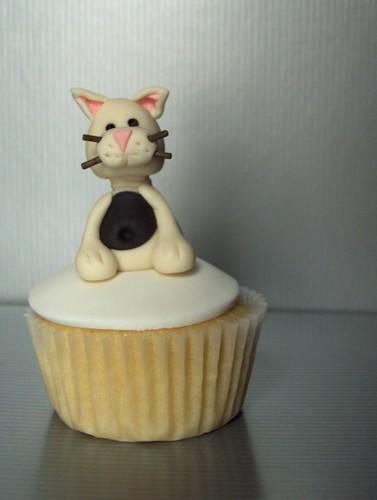 White Cat Cupcake