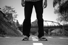 In between (Icker_Malabares) Tags: bridge white black feet path leg sneakers ps