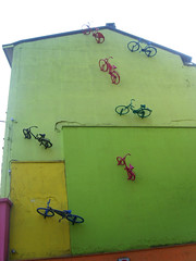 vertical parking (La Serenotta) Tags: colors bike wall foto colori stazione divertenti monza biciclette gravit installazione areaodeon