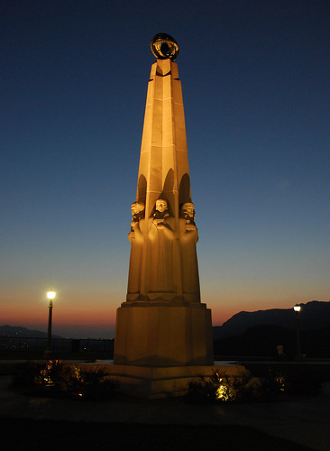 Griffith Observatory, Astronomers Monument