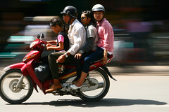 Family on wheels (Jon Sanwell) Tags: asia southeastasia vietnam panning saigon hochiminhcity hcmc cholon onwheels