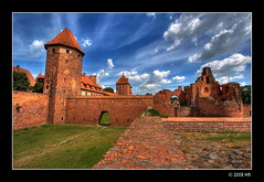 beyond the walls of the Malbork castle (Mariusz Petelicki) Tags: poland polska hdr canonefs1022mm 3xp canon400d mariuszpetelicki zamekmalbork castlemalbork