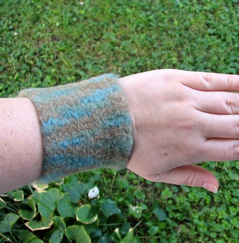 Wrist cuff/corset (by glamourfae)
