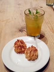 Ice Tea & Coconut Macaroons