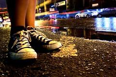 Resist Converse (Roger Morales esta foto es ma!) Tags: las blue parque red orange white black simon de luces la photo calle lluvia flickr fot