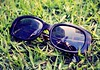 Friends tell me it's spring. (Clara Zamith) Tags: summer sky building green grass canon rebel spring photograph sunglass xti 400d clarazamith