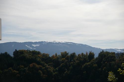 遠方的山頭 已經積雪