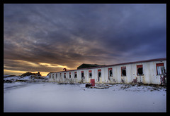 Motel 66 (Ptur Gunn Photograpphy) Tags: windows red sky white house broken window sunrise geotagged island iceland scary long sony motel 66 alfa petur a100 gunnarsson aplusphoto
