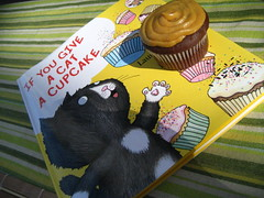 from my bff (_melika_) Tags: friends breakfast book cupcakes baking beans rice chocolate gifts homemade butter presents peanut bestfriend peanutbutter chilaquiles chocolatepeanutbuttercupcakes ifyougiveacatacupcake
