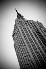 Empire State (B&W) (justingreen19) Tags: nyc bw white ny newyork black building america canon rebel manhattan loveit empire empirestatebuilding visualart lightroom 400d flickrawards bwartawards