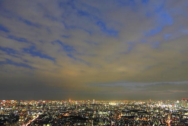 夕闇の街明かり