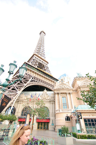 The Eiffel Tower in Las Vegas (+2EV)
