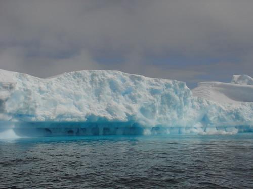 Thumb Una gigantesca placa de hielo se desprende en la Antártida