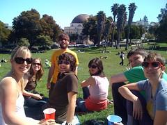 dolores park picnic! (Willo O'Brien ~ @WilloLovesYou) Tags: park party ian picnic sam sharon willotoons dolorespark iphone delores cellphonephoto aubs aubreysabala aprilini chasingfun linoleumjet