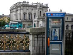A new phone box in Dublin (MROEDEL) Tags: bridge ireland dublin irish bus phone eire eircom roedel