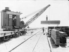 Construction crane at Smith Cove, 1914